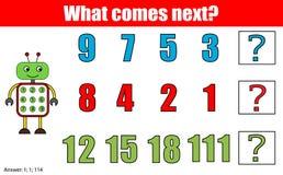 Qué viene juego educativo siguiente de los niños Embroma la hoja de la actividad, continúa la tarea de la fila matemáticas Imagenes de archivo