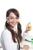 Química feliz del estudio del adolescente Fotos de archivo libres de regalías