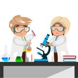 Químico do homem e da mulher com tubos de ensaio e garrafas Fotografia de Stock