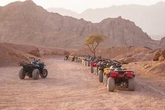 Quad il safari della motocicletta in deserto, lo Sharm el Sheikh, Egitto fotografia stock