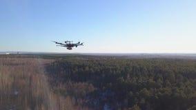Quadcopter下落研 ?? quadcopter失去的通信顶视图和开始落研 Quadcopter 影视素材