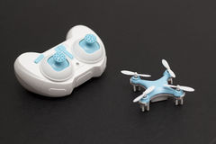 Quadcopter e Controle remoto Foto de Stock Royalty Free