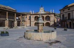 Quadrado central da vila medieval de Ayllon fotos de stock royalty free