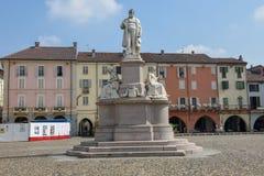 Quadrado central de Cavour em Vercelli em Itália fotografia de stock royalty free