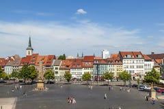Quadrado com o obelisco de Erthal em Erfurt, Thuringia da catedral Foto de Stock