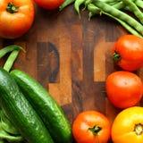 Quadrado da beira do vegetal e da placa de corte Fotografia de Stock Royalty Free