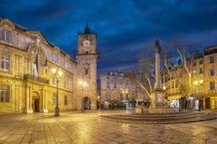 Quadrado da câmara municipal no crepúsculo em Aix-en-Provence, França Imagens de Stock
