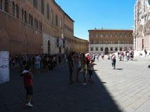Quadrado da catedral em Siena imagens de stock royalty free