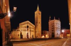 Quadrado da catedral na noite Fotografia de Stock Royalty Free