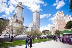 Quadrado da Espanha com o monumento a Cervantes, a Torre de Madri e a IDE Imagem de Stock Royalty Free