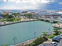 Quadrado da independência de Barbados com Careenage fotos de stock