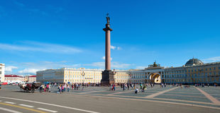 Quadrado de Alexander Column e do palácio foto de stock