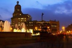 Quadrado de Catalonia na noite do outono em Barcelona Fotos de Stock Royalty Free