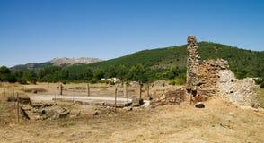 Quadrado de cidade romano de Ammaia e Marvao no fundo Imagem de Stock