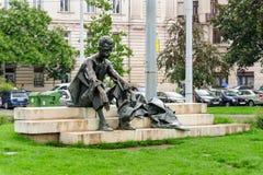 Quadrado de Kossuth da estátua de Attila Jozsef imagens de stock royalty free