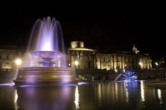 Quadrado de Londres - de Trafalgar na noite Fotografia de Stock Royalty Free