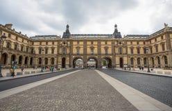 Quadrado de Lugar Du Corrousel Corrousel perto do Louvre Musuem em Paris, França foto de stock royalty free