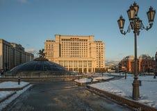 Quadrado de Manezh e o hotel Moscou de quatro estações Fotos de Stock