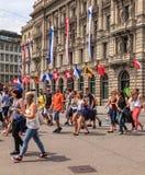 Quadrado de Paradeplatz em Zurique no dia da parada da rua Fotos de Stock Royalty Free