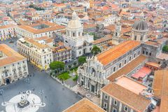 Quadrado de Piazza Duomo ou da catedral com a catedral de Santa Agatha, cidade aérea Catania Itália da vista superior foto de stock royalty free