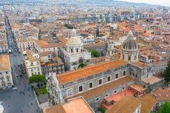 Quadrado de Piazza Duomo ou da catedral com a catedral de Santa Agatha, cidade aérea Catania Itália da vista superior fotografia de stock royalty free