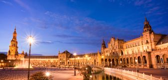 Quadrado de Plaza de Espana Espanha na noite em Sevilha, a Andaluzia imagens de stock