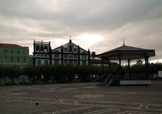 Quadrado de Praca 5 outubro de Ponta Delgada e de Igreja de Sao Jose, Sao Miguel, Açores, Portugal fotografia de stock royalty free