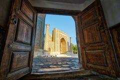 Quadrado de Registan no centro da cidade de Samarkand em Usbequistão Fotos de Stock Royalty Free