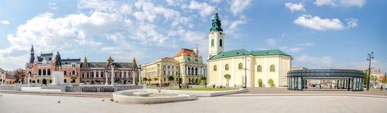 Quadrado de Unirii com a estátua do herói romeno Mihai Viteazul em Oradea fotografia de stock