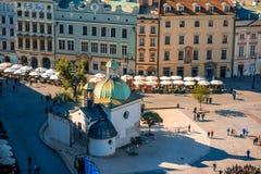 Quadrado do mercado em Krakow imagens de stock