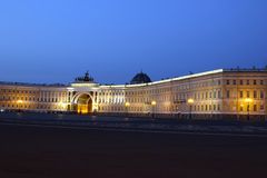 Quadrado do palácio e Alexander Column em St Petersburg em nigh Foto de Stock Royalty Free