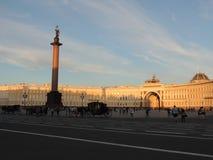 Quadrado do palácio e de coluna de Alexander por do sol Petersburgo Fotos de Stock Royalty Free