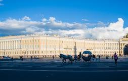 Quadrado do palácio o quadrado de cidade central de St Petersburg Imagem de Stock