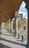 Quadrado e igreja na Bolonha fotos de stock royalty free