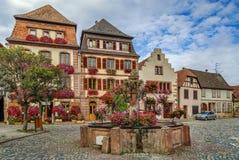 Quadrado em Bergheim, Alsácia, França Foto de Stock Royalty Free