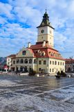 Quadrado em Brasov, Romania do Conselho - wintertime Imagens de Stock