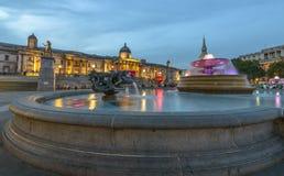 Quadrado na noite, Londres de Trafalgar Foto de Stock