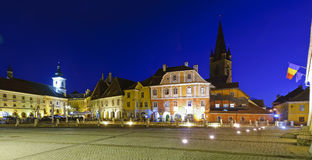 Quadrado pequeno em Sibiu, Romania fotos de stock royalty free