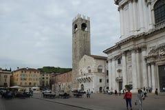 Quadrado perto da catedral, Bríxia, Itália foto de stock
