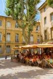Quadrado pitoresco com os cafés em Aix-en-Provence, França Imagens de Stock