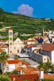 Quadrado principal na cidade medieval velha Hvar Hvar ? um da maioria de destinos populares do turista na Cro?cia no ver?o Quadra imagem de stock