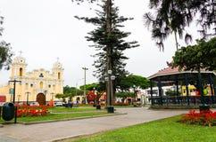 Quadrado principal no Santiago de Surco em Lima - Peru fotos de stock