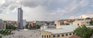 Quadrado Pristina de Scanderbeg panorâmico fotos de stock