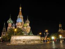 Quadrado vermelho em Moscovo na noite imagem de stock