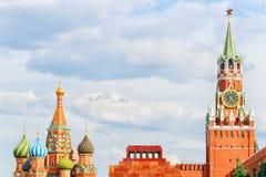 Quadrado vermelho, Moscovo, Rússia Torre de Spasskaya do Kremlin, ` s de Lenin Imagens de Stock Royalty Free