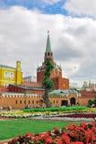 Quadrado vermelho, torre da trindade do Kremlin de Moscou Rússia Fotos de Stock