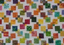 Quadrados coloridos corajosos através da edredão Imagens de Stock Royalty Free