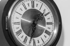 Quadrante di orologio con i numeri romani Immagine Stock