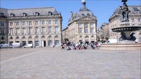 Quadrat in der historischen Mitte von Bordeaux stock video