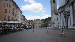 Quadrat des Duomo im alten Teil von Brescia stock footage